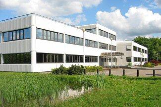 De gemeentelijke organisatie is gevestigd aan de Rading 1 in Loosdrecht.