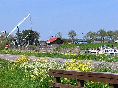 Met aan de ene kant de rivier de Vecht en aan de andere kant de Spiegelplas en de Blijkpolderplas is het water in Nederhorst den Berg echt overal aanwezig.